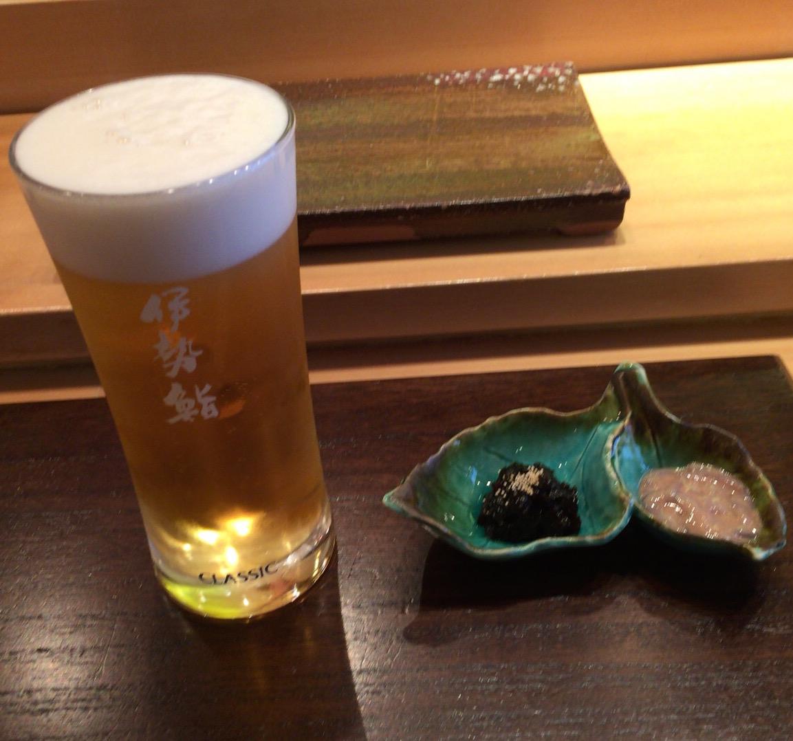 札幌クラシックの生ビール、岩のりクラゲとイカの塩辛