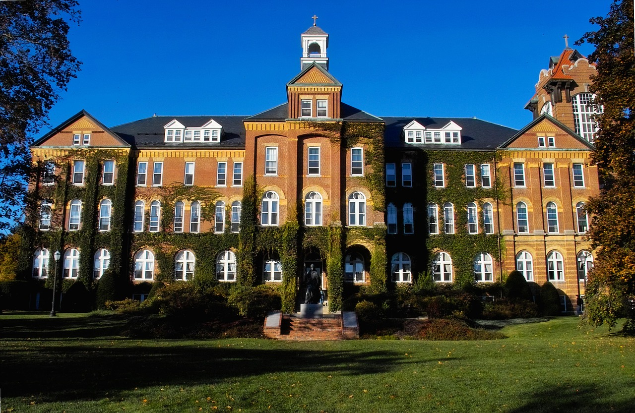 saint-anselm-colleges-982688_1280